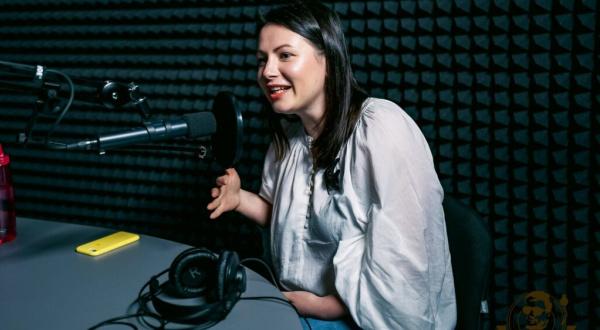"""Ірина на радіопередачі """"Вінілосховище"""", радіостанція ReLife. Фото з архіву Ірини Земляної"""