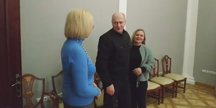 Фото – скриншот з відео Людмили Денісової