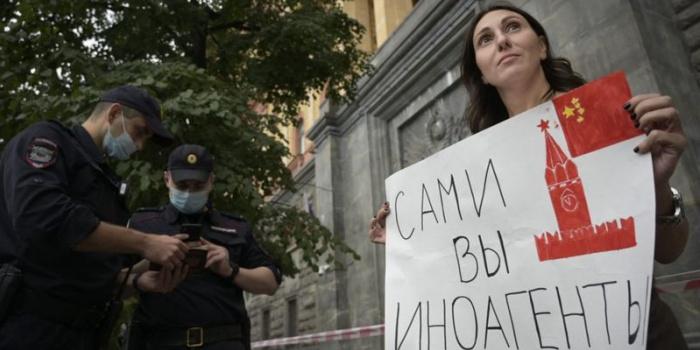 NATALIA KOLESNIKOVA/AFP, BBC